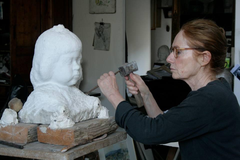 Arlette Ginioux dans son atelier